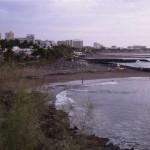 Bucht mit schwarzem Sand bei Playa de las Americas (Teneriffa)