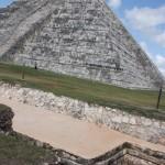 Blick auf das Fundament der Pyramide