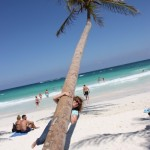 schiefe Palme am Strand von Tulum