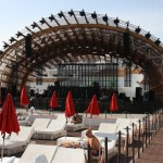 Liegestühle am Pool im Ushuaia Beach Hotel