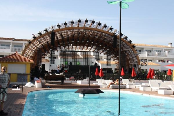 Showbühne im Ushuaia Beach Hotel