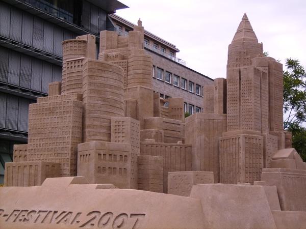 Frankfurt-Skyline aus Sand