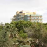 Hotel Timor von weitem sichtbar