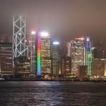 Skyline von Hong Kong im Abendhimmel