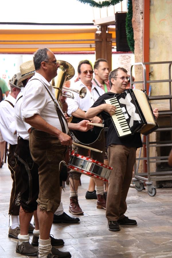 Oktoberfest-Auftritt von Enzi's Blasband am Ballermann