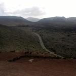 Straße durch Lavageröll zu den Feuerbergen