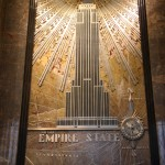 Bild des Empire State Buildings in der Eingangshalle