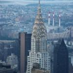 Blick auf das Chrysler Building bei Dämmerung vom Empire State Building