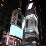 Werbetafeln am Times Square bei Nacht