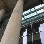 Säule am Eingang des Reichstagsgebäude