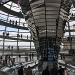 Trichterförmig angeordnete Spiegel in der Reichstagskuppel