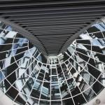 Blick in den Plenarsaal von der Reichstagskuppel
