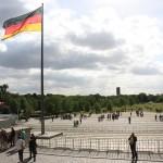Fahne der Deutschen Einheit vor dem Berliner Reichstag