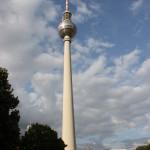 Berliner Fernsehturm in voller Länge