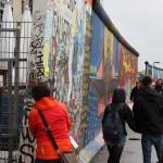 Kunstgemälde der East Side Gallery in Berlin