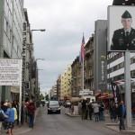 Friedrichstraße mit Checkpoint Charlie