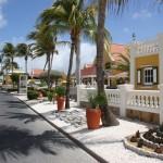 Promenade vor dem Amsterdam Manor Beach Resort auf Aruba