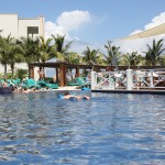 Poollandschaft im Secrets Silversands Riviera Maya