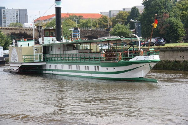 Historischer Raddampfer auf der Elbe