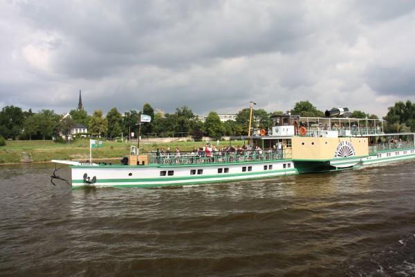 Schifffahrt auf der Elbe bei Dresden