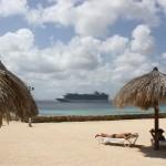 Kreuzfahrtschiffe vor dem Plaza Resort Bonaire