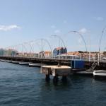 Pontons der Königin Emma Brücke