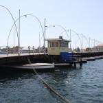 Königin Emma Brücke mit Schiffsmotor mit