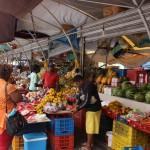Treiben am Schwimmenden Markt