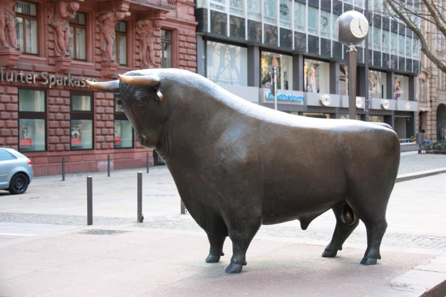 Bulle vor der Frankfurter Wertpapierbörse