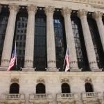 Tempelfassade der New York Stock Exchange an der Wall Street