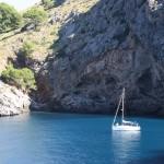 Segelboot in der Bucht von Sa Calobra