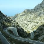 Asphalt durch wilde Karstlandschaft bei Sa Calobra