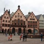 Römerberg mit Justitia in Frankfurt