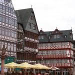 Nikolaikirche mit Samstagsberg (Ostzeile) mit rekonstruierten Häusern