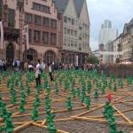 Einheitsmännchen vor dem Rathaus