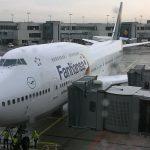Jumbo 747 der Deutschen Lufthansa mit Fußball-WM Bemalung