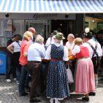Trachtler auf dem Viktualienmarkt in München
