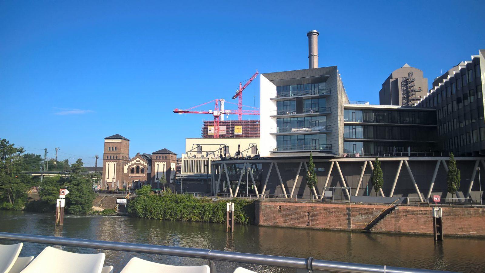 Rotfederring und Druckwasserwerk im Westhafen Frankfurt