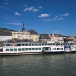 Ausflugsschiffe auf dem Rhein