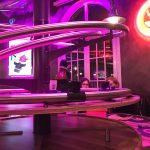 Getränkelieferung im Rollercoaster Restaurant