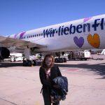 """Condor-Flugzeug mit Bemalung """"Wir lieben Fliegen"""""""