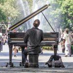 Bei gutem Wetter ertönen Piano-Klänge auf der Mall im Süden des Central Park