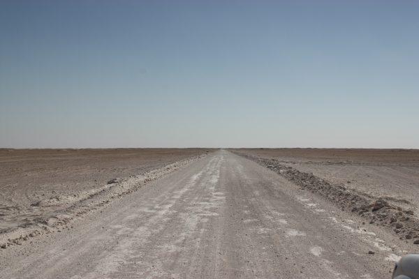 Schotterpisten durch die Wüste